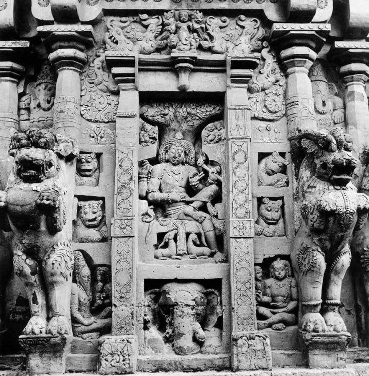 Kanchipuram Kailasanatha vimana S wall devakostha 3610.jpg